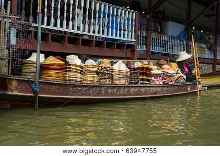 RATCHABURI, THAILAND - MARCH 24: Local peoples sell fruits, food and souvenirs at famous tourist attraction Damnoen Saduak floating market on March 24, 2014 in Ratchaburi, Thailand.
