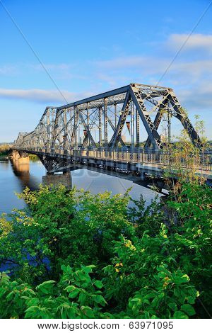 Alexandra Bridge over river in Ottawa