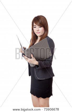 Asian Businesswoman  Read Data From Folder