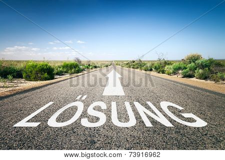 An image of a road to the horizon with text solution in german language