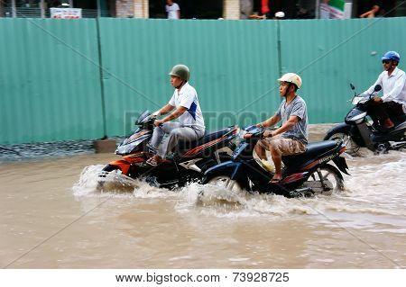 Vietnamese People, Flooded Water Street
