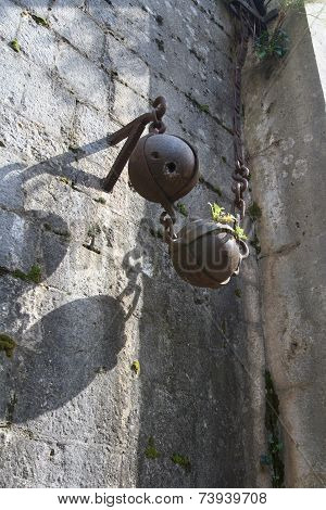 Device For Lifting Bridge In The Old Fortress
