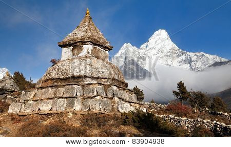 Stupa Near Pangboche Village With Mount Ama Dablam