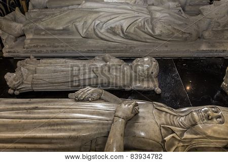 statue of queen Jeanne de France in  basilica of saint-denis