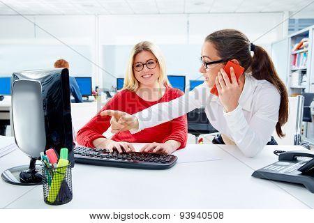 Businesswomen team working at offcce desk with computer teamwork
