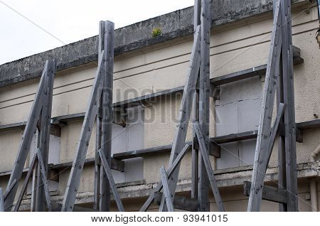 facade with beams