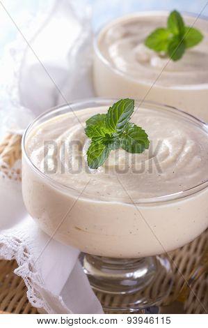 Curd dessert with vanilla