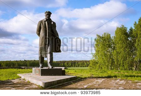 A Monument To  Lenin