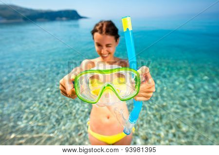 Woman with snorkeling mask on the sea background
