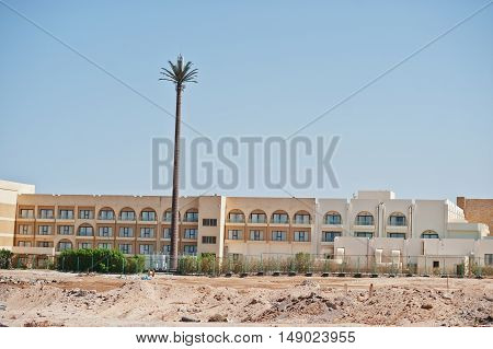 Building On Sand With Large Radio Station Like Palm