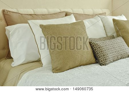 Modern Classic Style Bedding With Brown, Beige And Light Brown Pillows