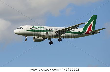 SAINT PETERSBURG, RUSSIA - JULY 10, 2015: Airbus A320 (EI-DTN) Alitalia before planting