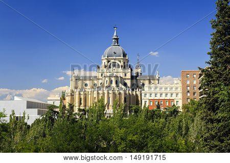 Catedral de Madrid, vista do Jardín de las Vistillas.