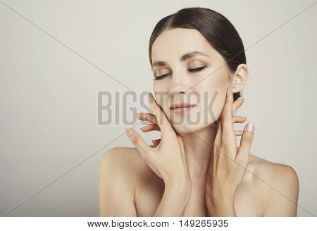 Pretty Girl With Big Eyes And Dark Eyebrows With Naked Shoulders Gray Studio Background Beauty Photo
