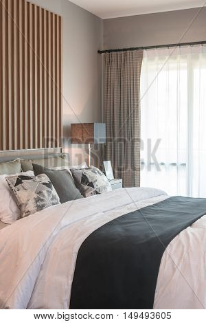 Modern Bedroom Design With Two Layer Curtain