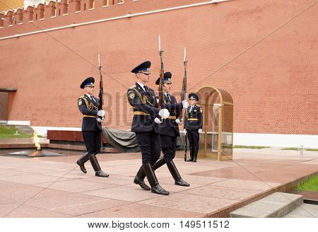 Moscow Russia -September 082016: Karaul is moving to the post at the Eternal Flame at the Tomb of the Unknown Soldier