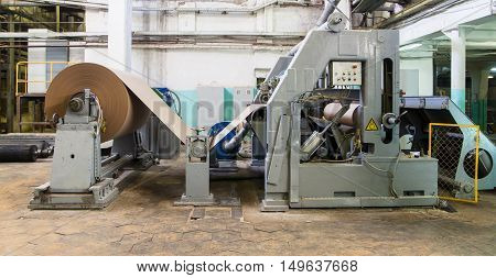 Roll of paper and paper-makin machine. Paper manufacture