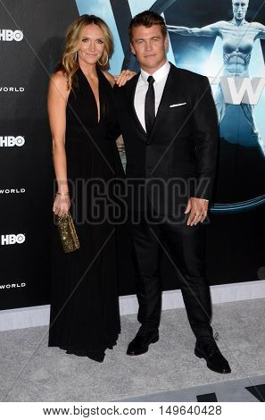 LOS ANGELES - SEP 28:  Samantha Hemsworth, Luke Hemsworth at the HBO's