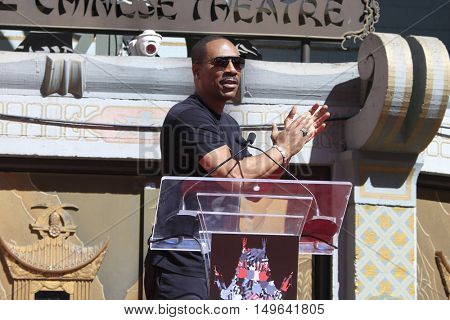 LOS ANGELES - SEP 29:  Eddie Murphy at the Jeffrey Katzenberg Hand And Footprint Ceremony at the TCL Chinese Theater IMAX on September 29, 2016 in Los Angeles, CA