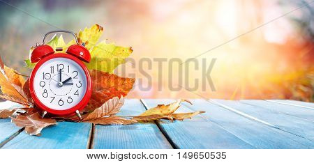Fall Back Time - Daylight Savings End - Return To Winter Time