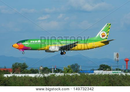 CHIANGMAI, THAILAND - AUGUST 10 2009 :  HS-TDE Boeing 737-400 of NokAir airline ( Low-cost Airline), Landing to Chiangmai airport from Bangkok Don Muang Airport, thailand.