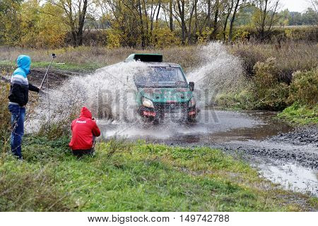 Sport 4Wd Vehicle Boosts Water Hurdle Surrounded By Splashes.