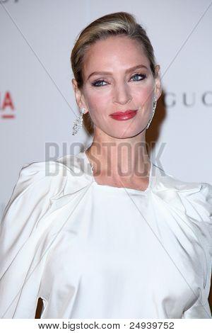 LOS ANGELES - 5 de novembro: Uma Thurman chega no LACMA arte + filme Gala em LA County Museum of Art