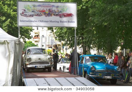 Baden-Baden, Alemanha 13 de julho: OPEL REKORD (1962) a exposição de Internacional de carros antigos