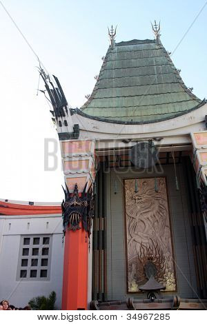 LOS ANGELES - JUL 17:  Graumans Chinese Theater Exterior arrives at the