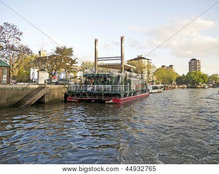 El Tigre Port. Buenos Aires, Argentina