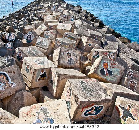 SANTA CRUZ DE TENERIFE, Spanje - 16 SEP: Graffiti op een stenen van een golfbreker op Sep 16, 2011 in Sant