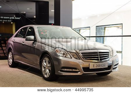 New Model Mercedes-benz E 200 CGI