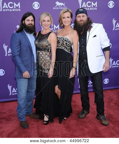 LAS VEGAS - APR 07:  Willie Robertson, Missy, Jep & Jessica arrives to the Academy of Country Music Awards 2013  on April 07, 2013 in Las Vegas, NV.