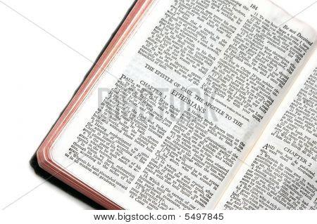 Bíblia aberta aos Efésios