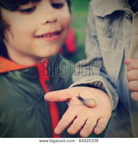 children learn snail, focus on snail