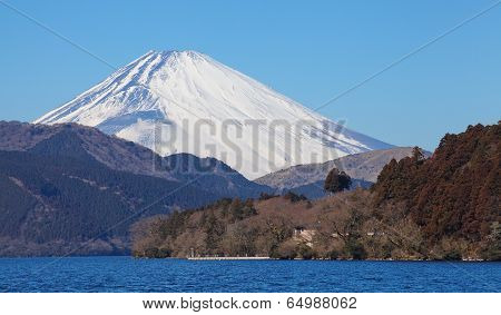 mountain fuji and lake ashi at hakone kanakawa