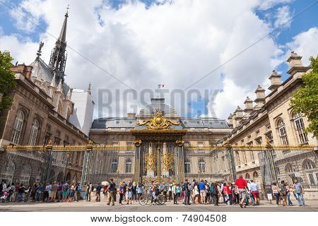 Tourists In Front Of The Palais De Justice