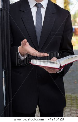 Jehovah's Witness Evangelizing