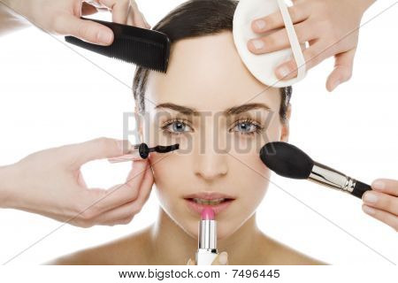 Beautyful Women Gets Make Up