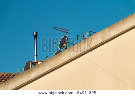 Roof With Tv Antenna