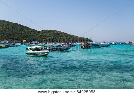 Pattaya, Thailand - December 31, 2014: Tourist Boat At Beach, In Ko Lan ( Larn Island ) On December