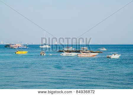 Pattaya, Thailand - January 1, 2015: Tourist Boat At Beach, In Ko Lan ( Larn Island ) On January 1,