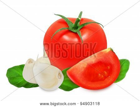 Cloves of garlic, basil leaves and tomato