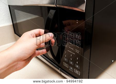 Using microwave oven, close up