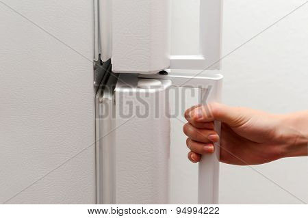 Hand opening refrigerator