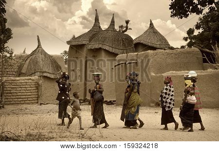Mali, West Africa - Dogon Villages Mud Houses, Peul And Fulani Populations