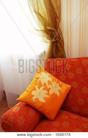 Almohada naranja