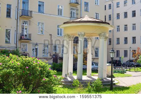 The rotunda stands in the yard.Here you can shelter from the sun.