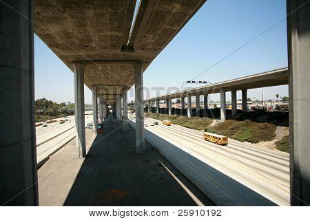 110 freeway al norte atado en Los Angeles California con en rampas y tráfico de rampas