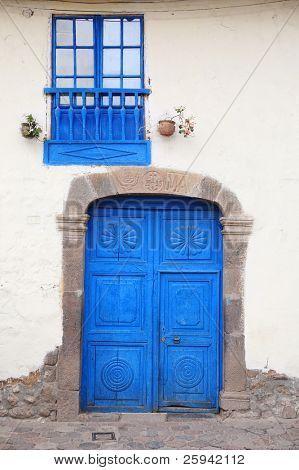 alte, blau, Holz-Fenster und Türen. Cuzco, Peru.